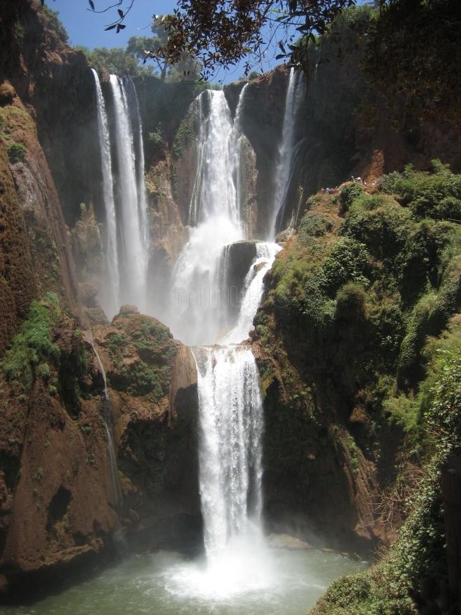 Andare per cascate in marocco oro del deserto tour - Cascate in italia dove fare il bagno ...